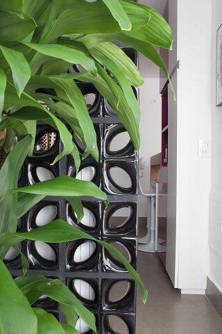 Varanda integrada à cozinha por divisória de cobogó Projeto de Anna Paula Moraes1