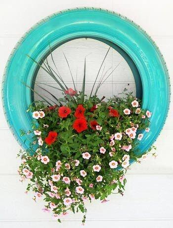 Vaso de flores de artesanato com pneus
