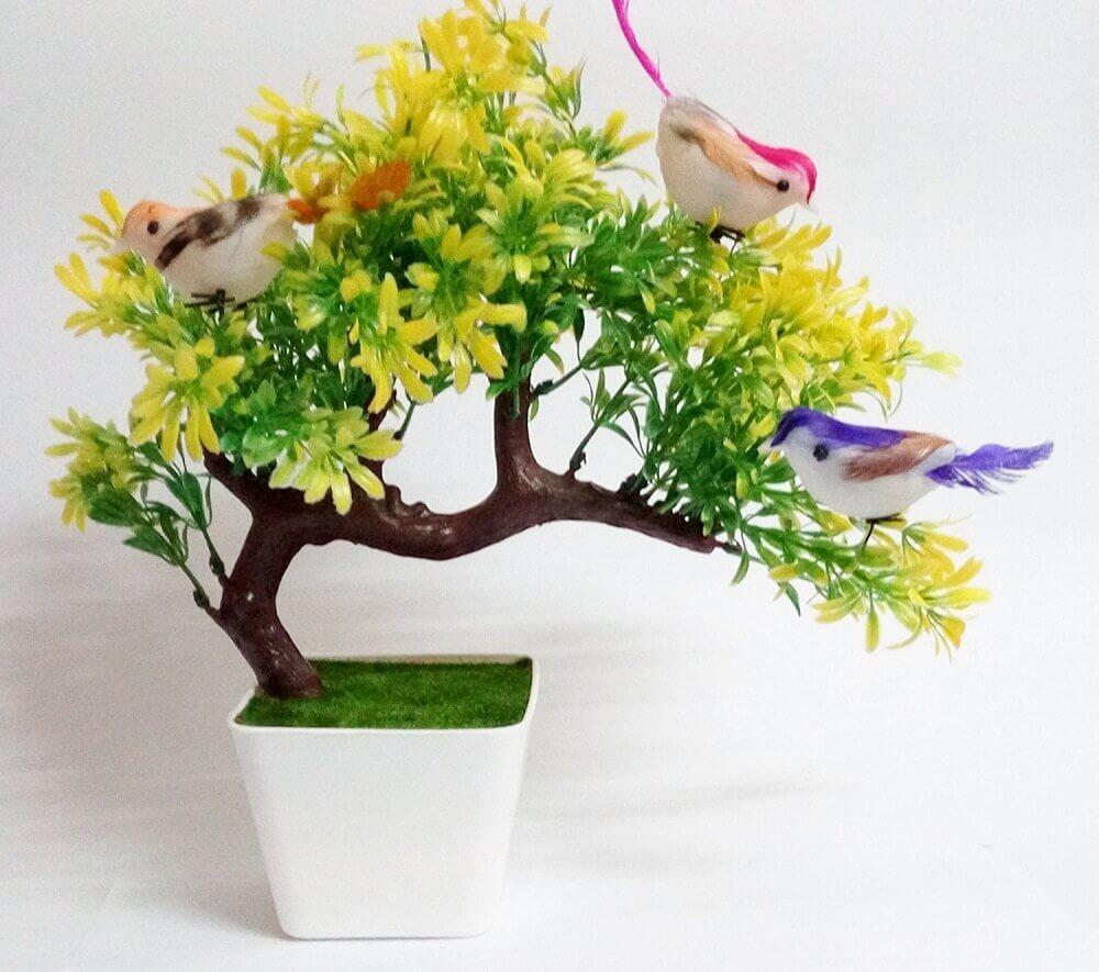 arranjos de flores artificiais com passarinhos