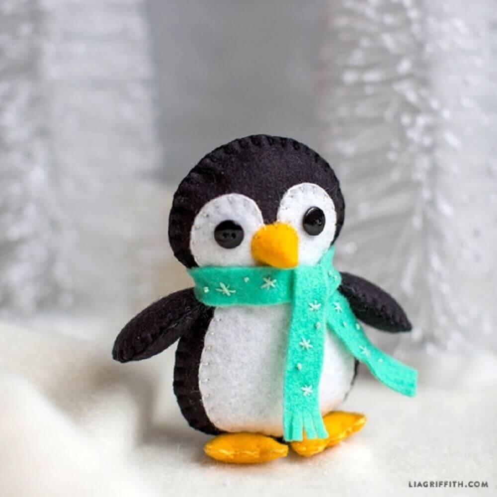 Pinguim em artesanato com feltro