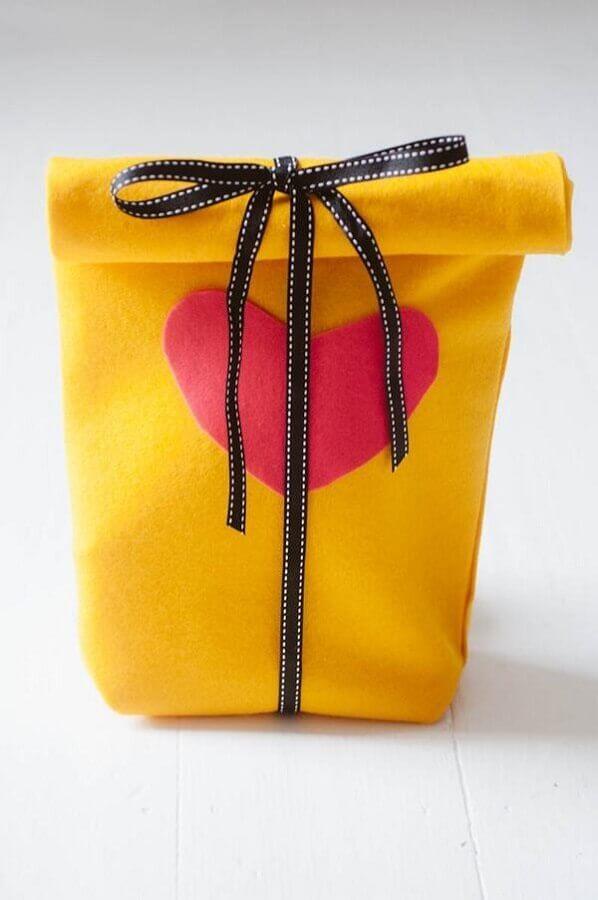 artesanato em feltro para embalagem de presente