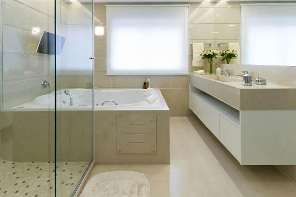 Decoração de banheiro com banheira de hidromassagem