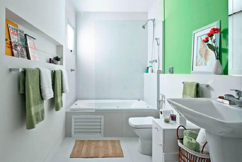 banheiro com banheira e box