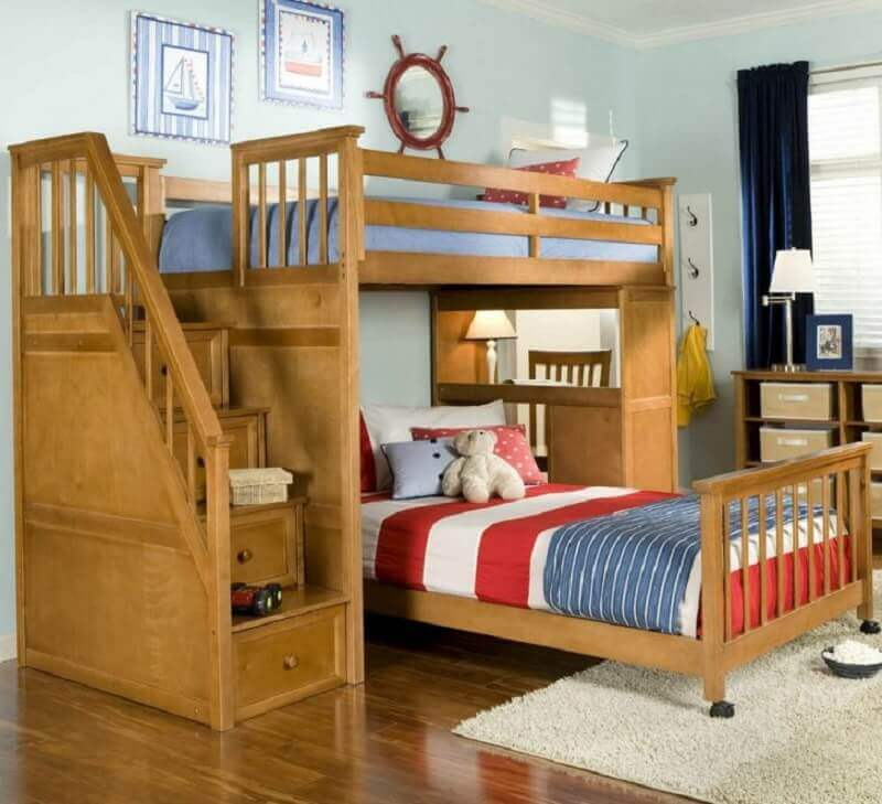 beliche com escrivaninha de madeira e cama extra com rodinhas
