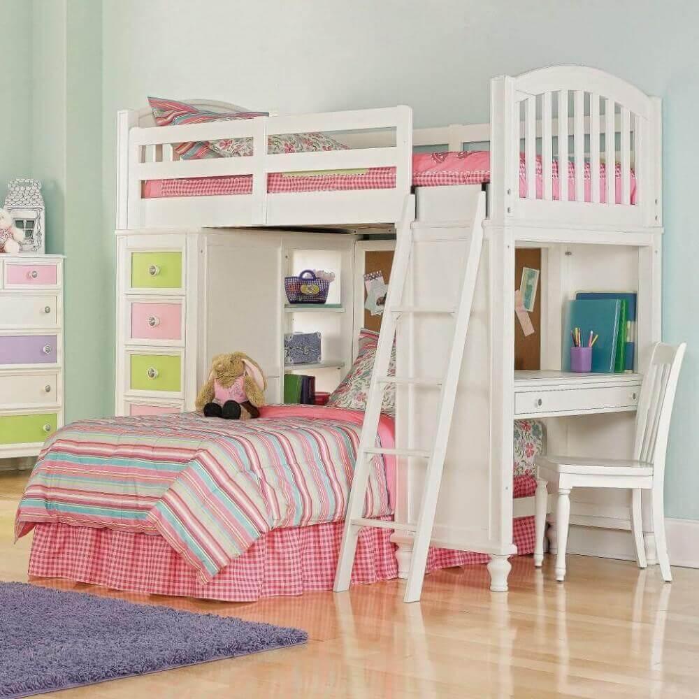 beliche com escrivaninha embaixo e gavetas coloridas