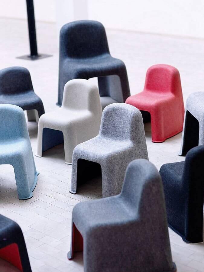 cadeiras revestidas com artesanato de feltro