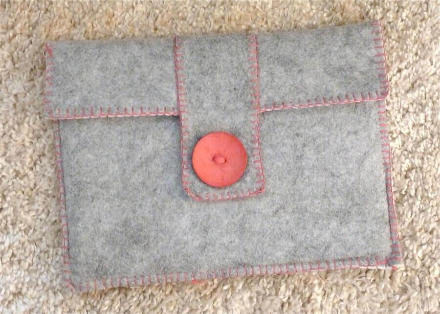 carteira feita com artesanato em feltro