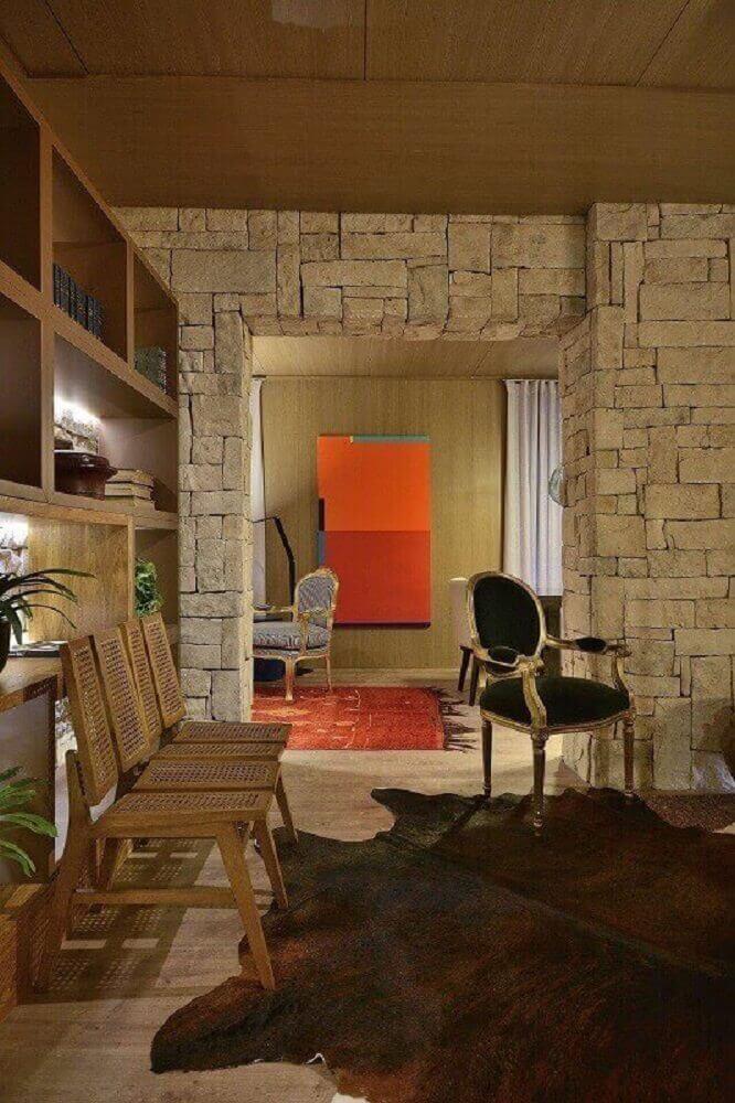 casa de fazenda com parede de pedra