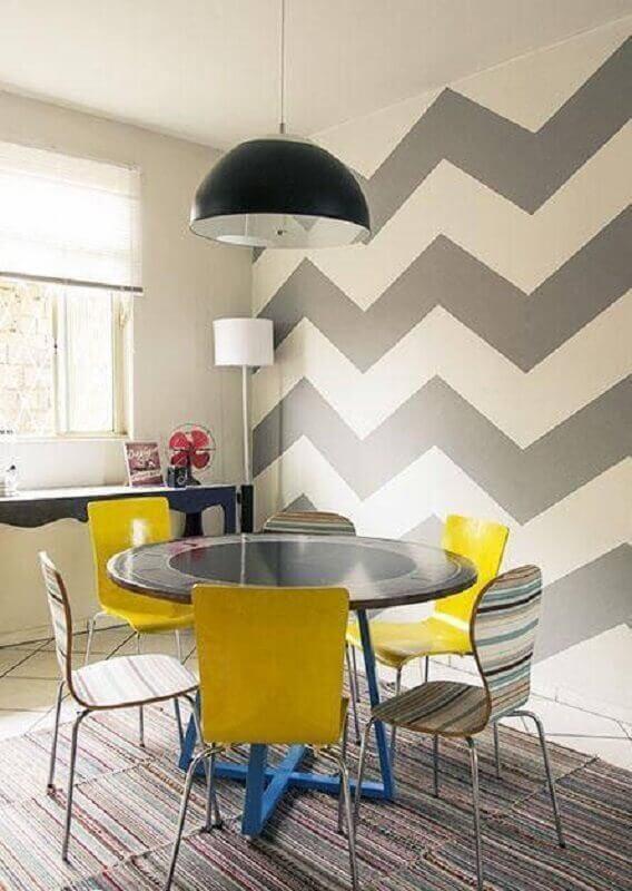 casa decorada com papel de parede