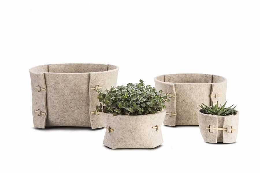 conjunto de vasos feito com artesanato em feltro
