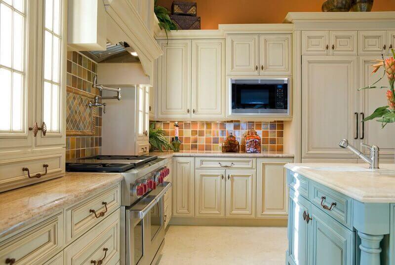 cozinha clássica decorada com ilha