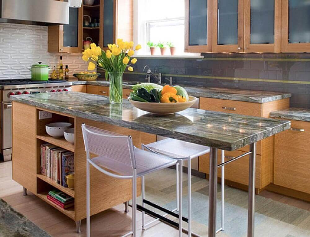 cozinha de madeira com ilha