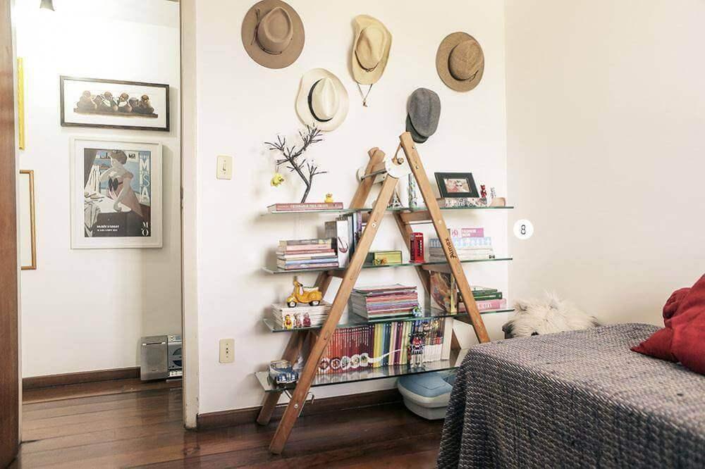 decoração com estante escada