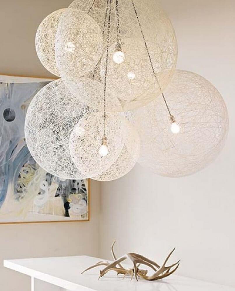 decoração com luminárias de barbante