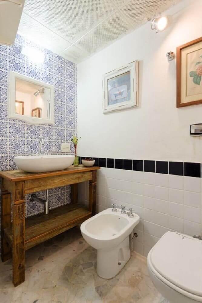 decoração de banheiro simples com azulejos decorados