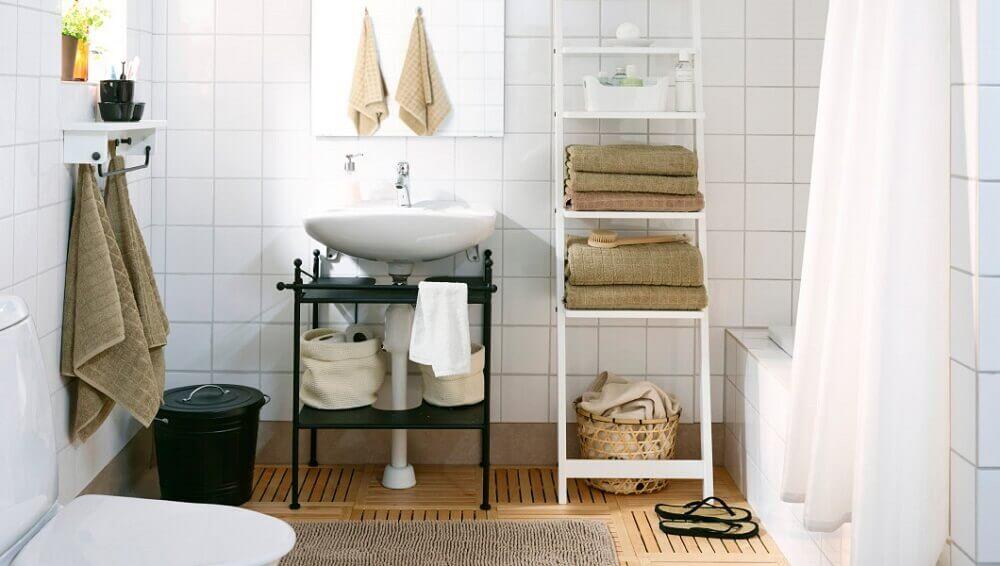 decoração de banheiro simples com gabinete preto