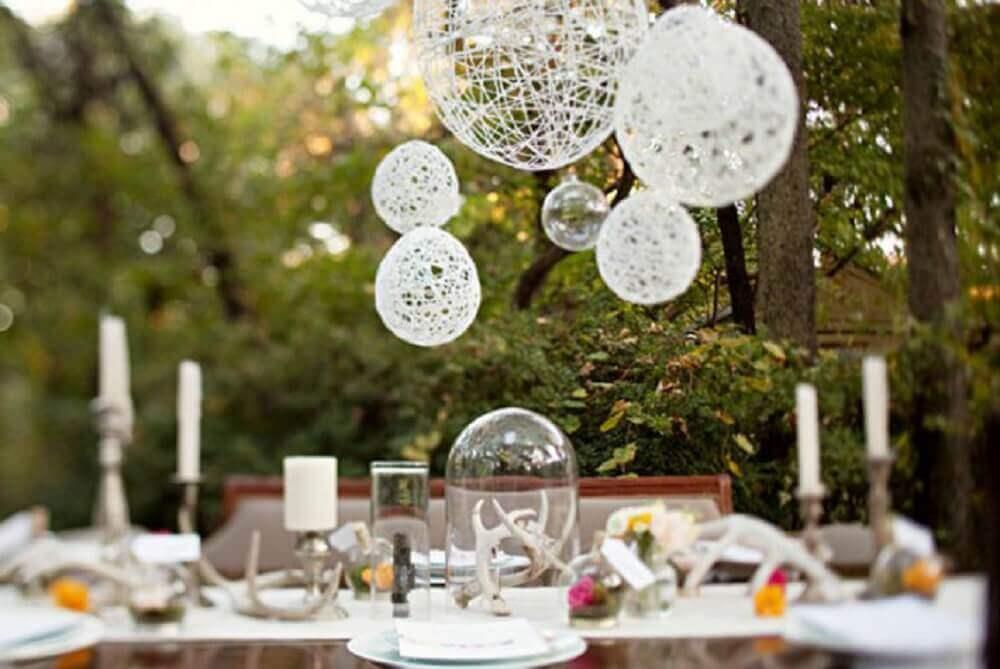 decoração de casamento com luminária de barbante