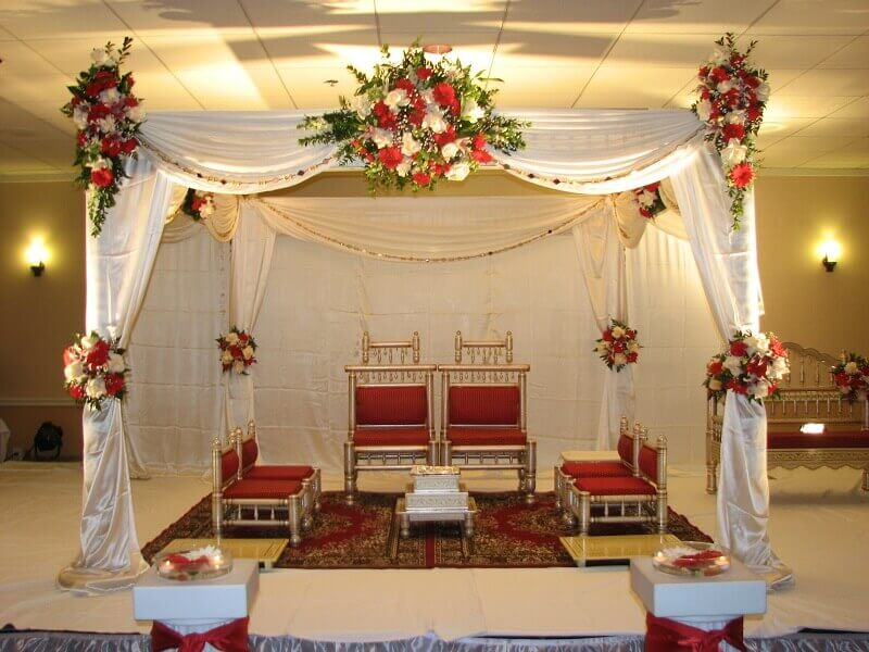 home wedding decoration with red flowers
