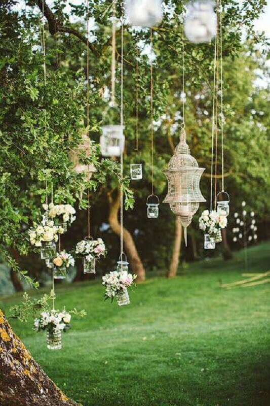 Hanging decorations for simple and inexpensive wedding decoration