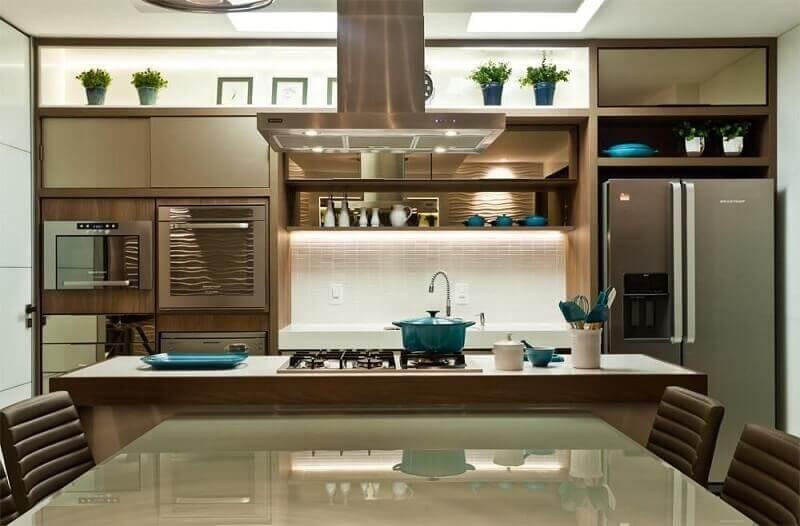 Cozinha decorada em cores neutras
