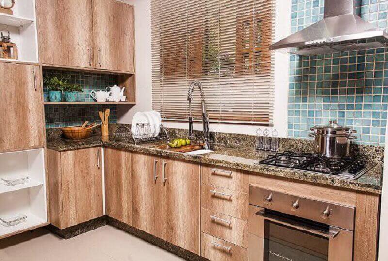 decoração de cozinha espaçosa e planejada