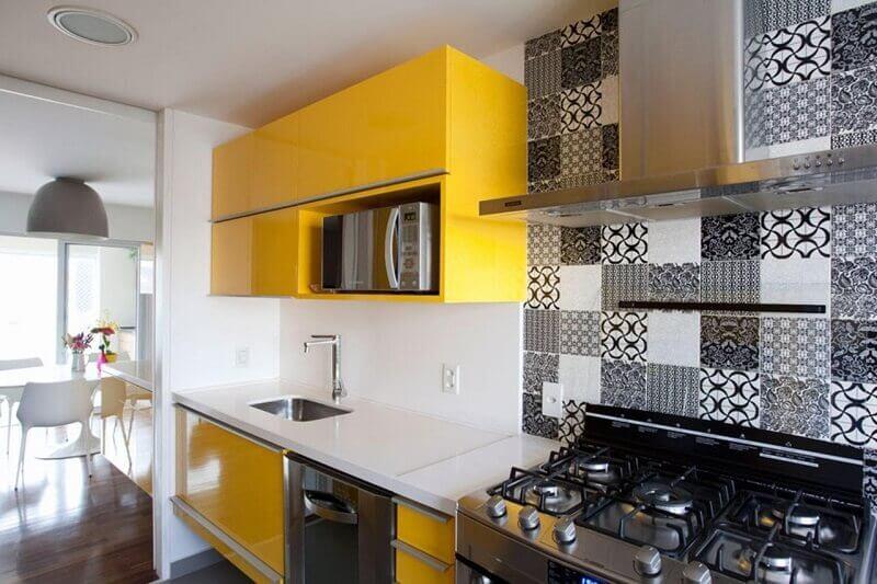 decoração de cozinhas pequenas com azulejo decorativo
