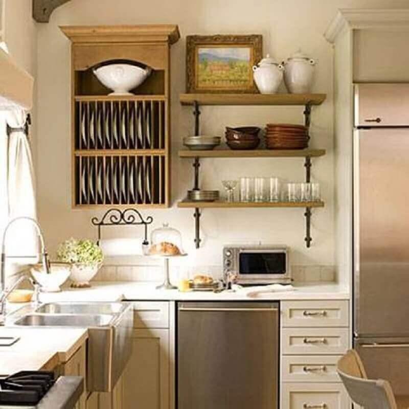 Invista em prateleiras para decoração de cozinhas pequenas