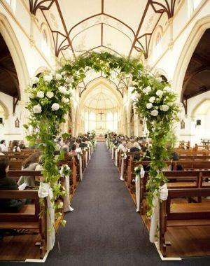 decoração de igreja para casamento com flores