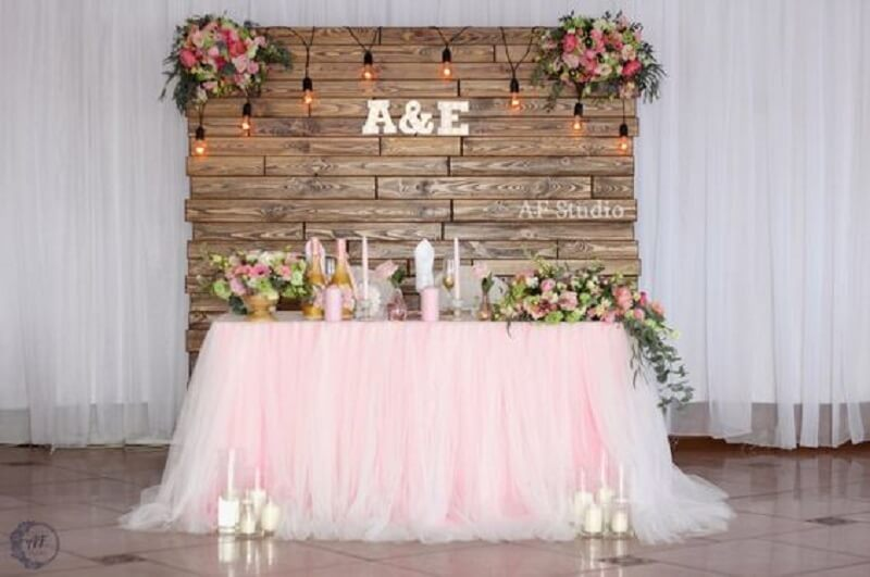 simple and rustic wedding table decoration