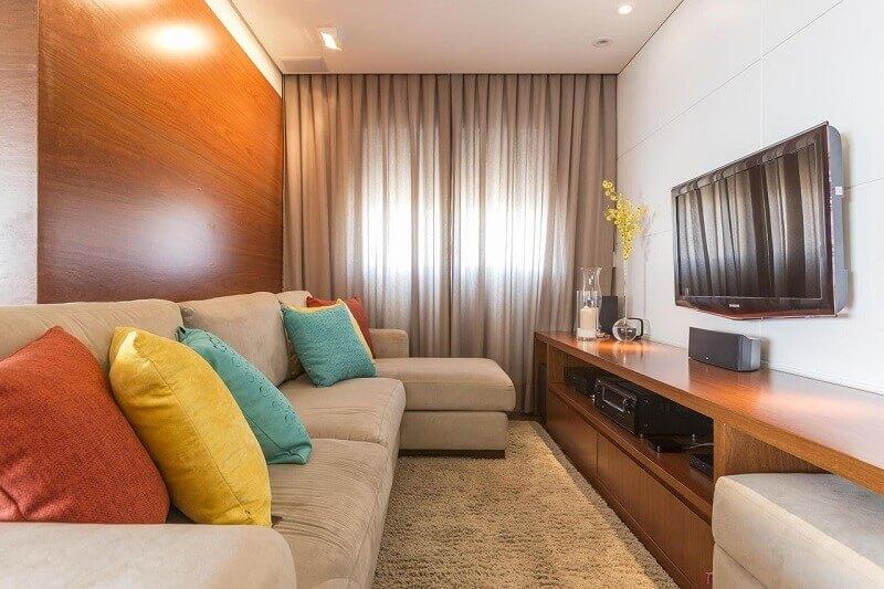 decoração de sala com parede de madeira