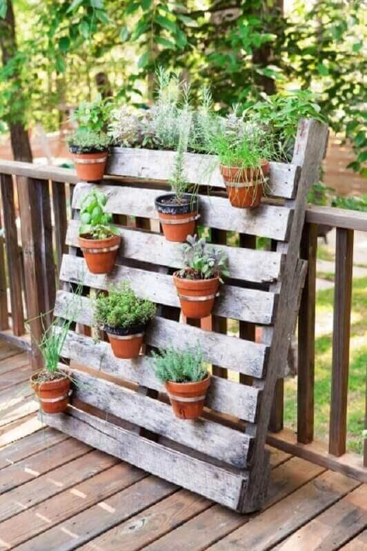 decoração jardim com paletes