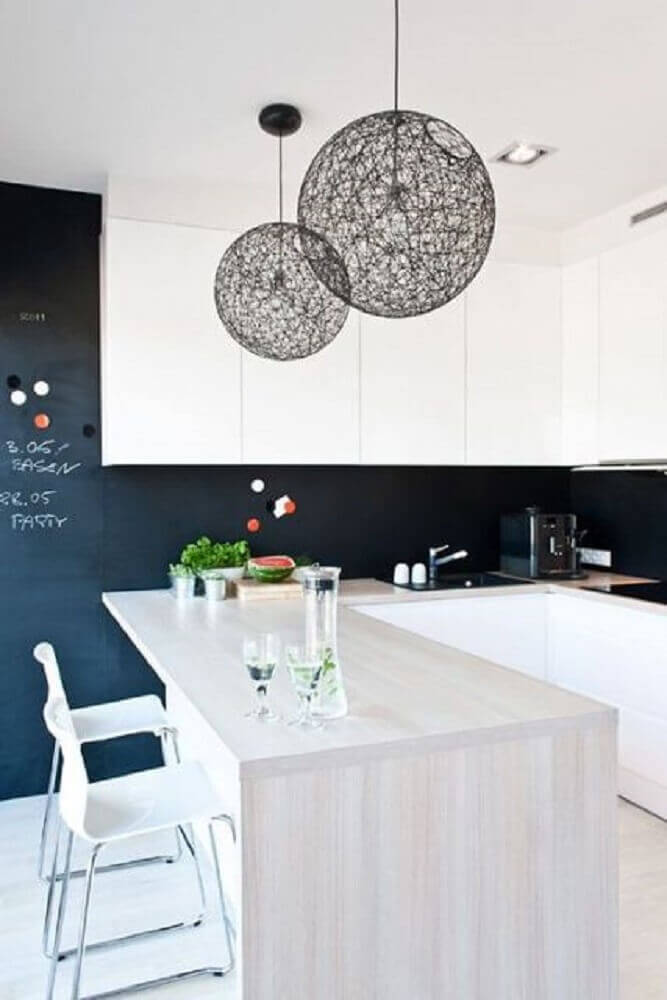 decoração moderna com luminária de barbante.