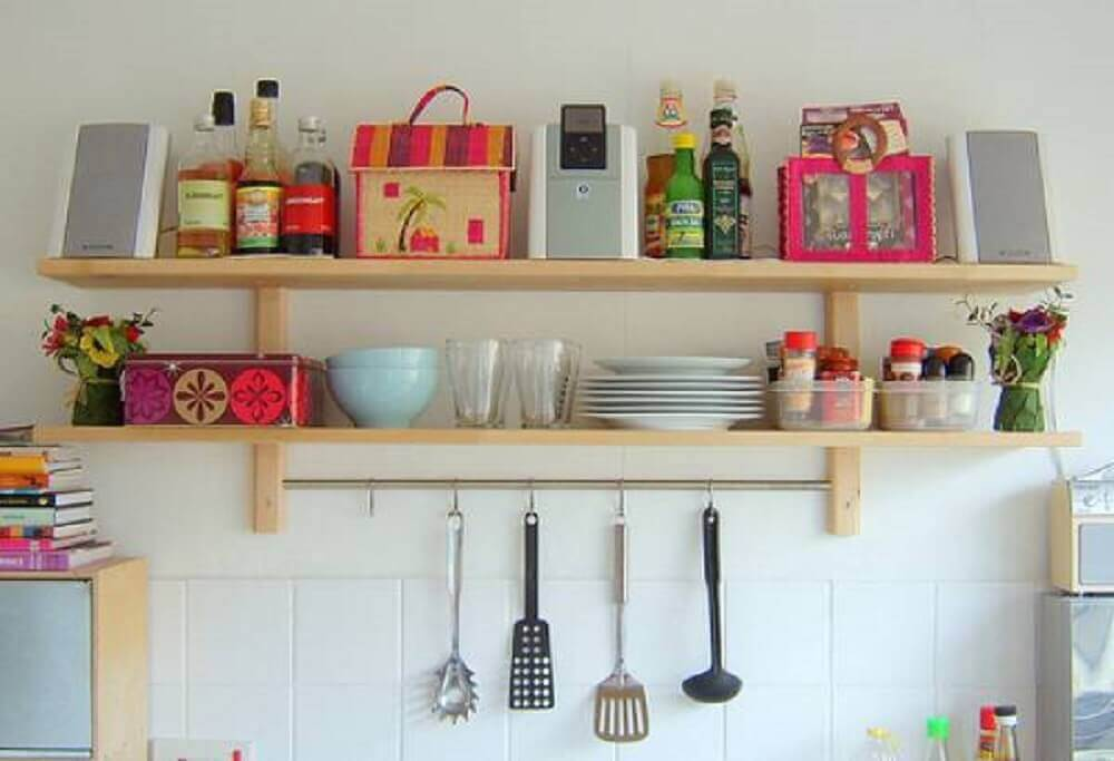 decoração simples com prateleiras