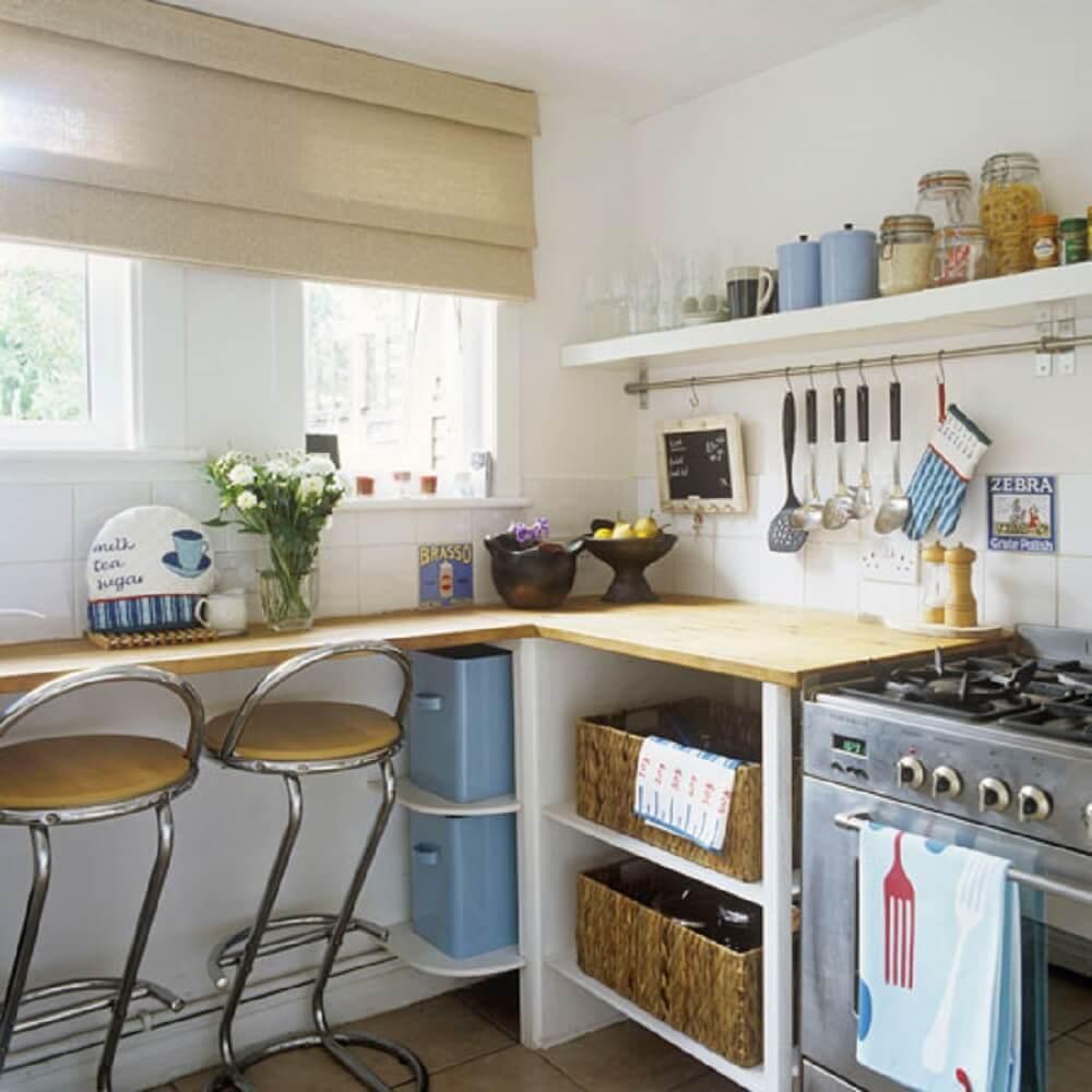 decoração simples para cozinha com prateleiras