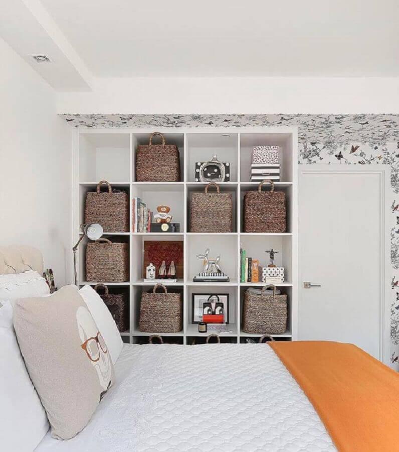decoração simples para quarto com cestos organizadores Foto Jeito de Casa