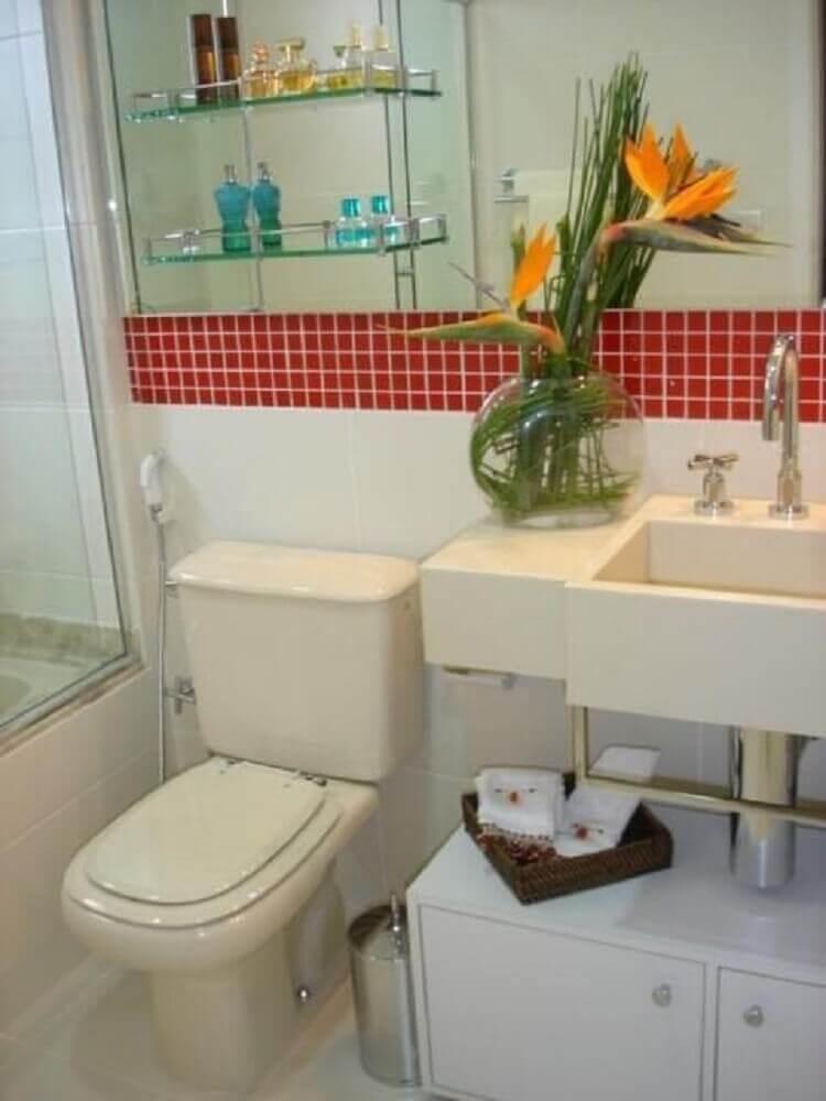 decoração de banheiro simples com vaso de plantas