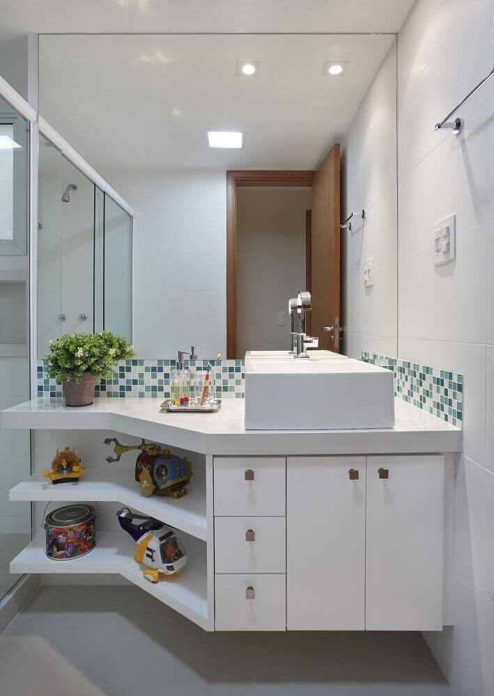decoração de banheiro simples com plantas
