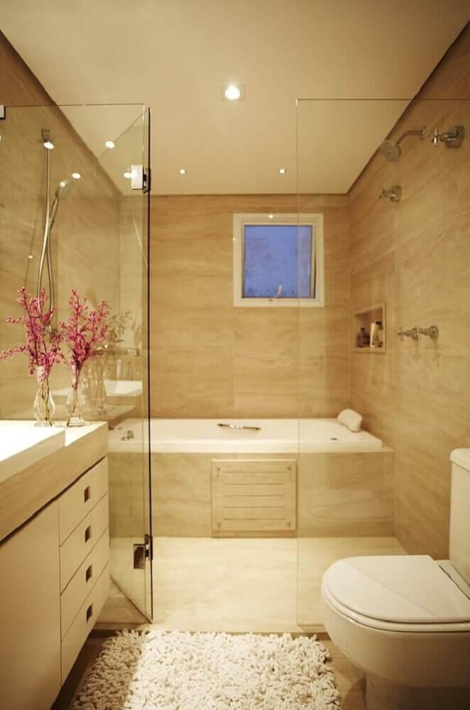 Decoração de banheiro com banheira em tons neutros.