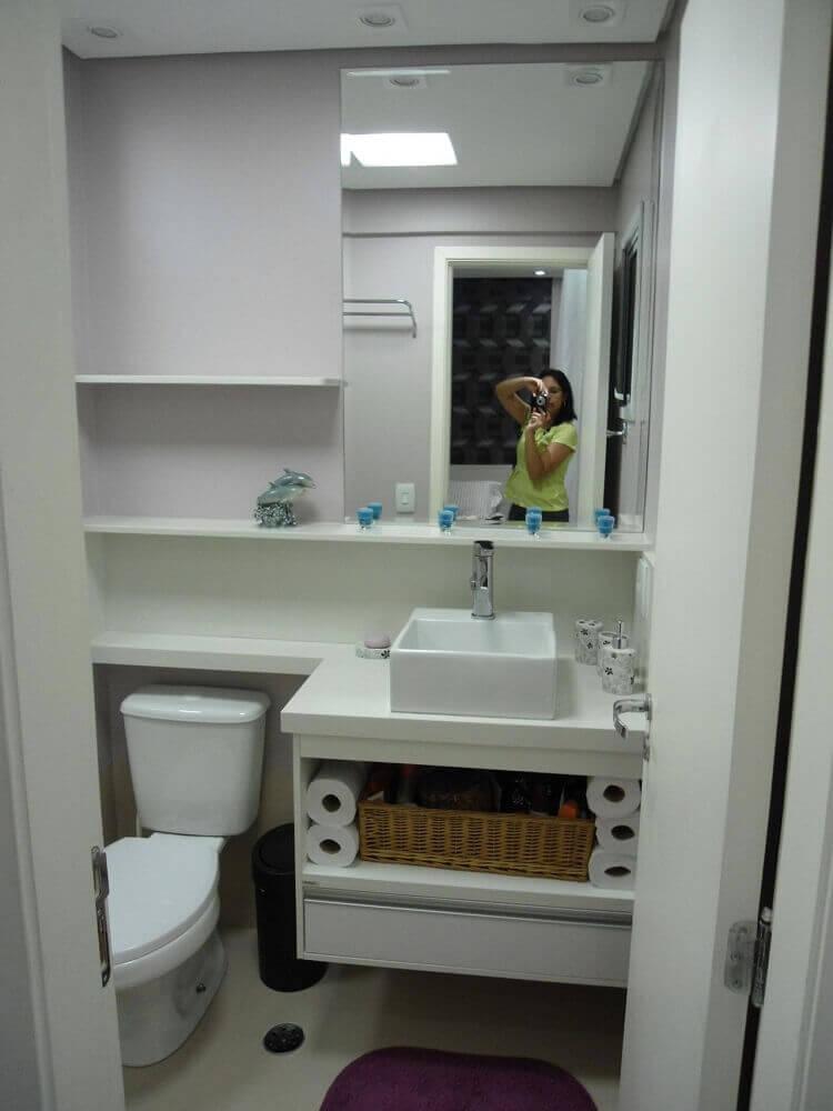 Decoração lavabo com cores neutras e cuba de porcelana