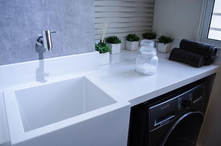 Área de serviço com tanque branco Projeto de Studio Ecoara