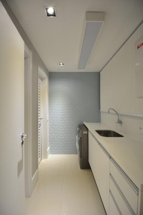 Área de serviço com parede com textura Projeto de Maira Ritter