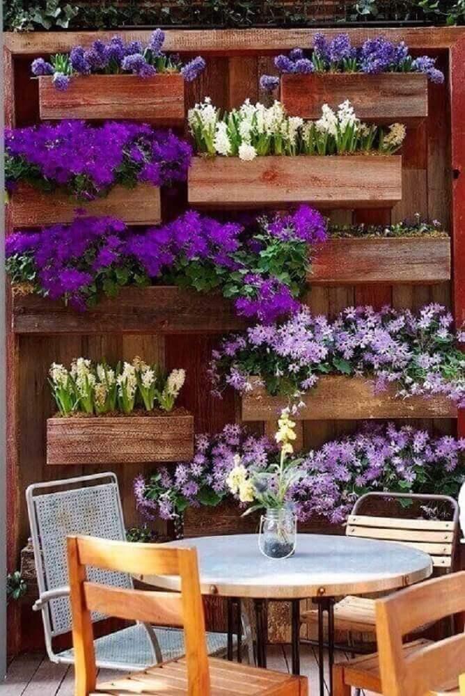 flores coloridas para jardim vertical