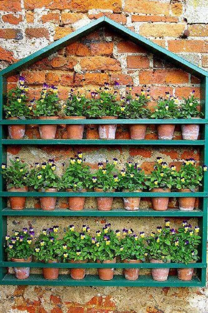 flores delicadas para jardim vertical