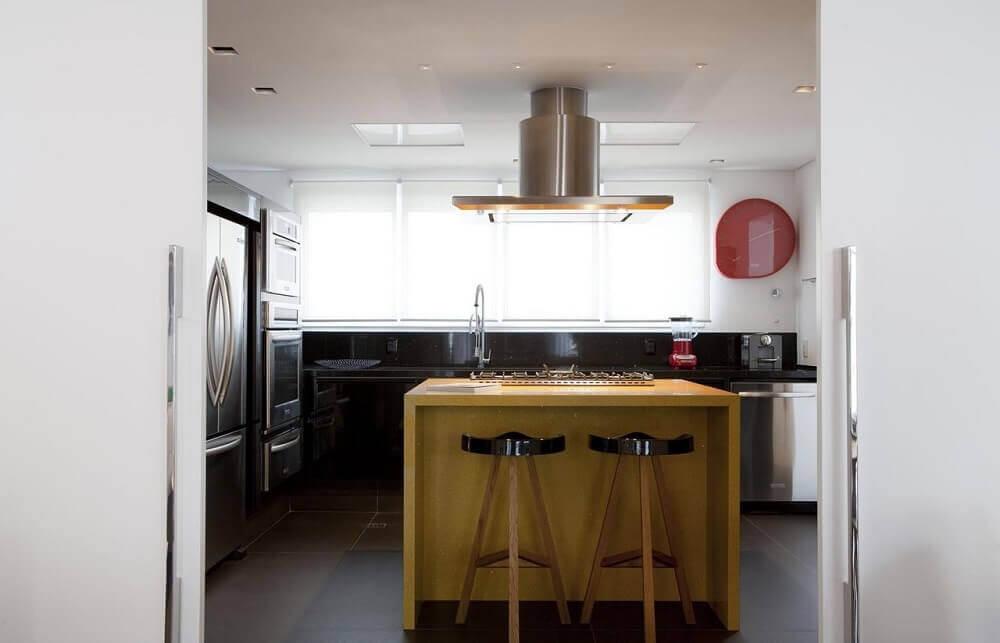 Ilha de madeira para cozinha