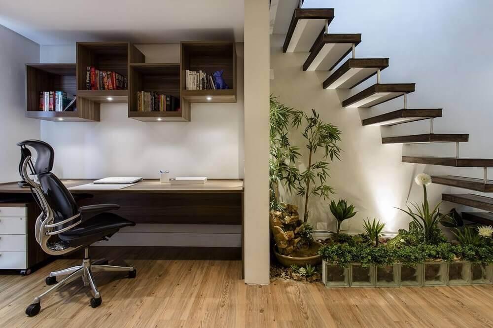 Modelos de jardim de inverno embaixo de escada