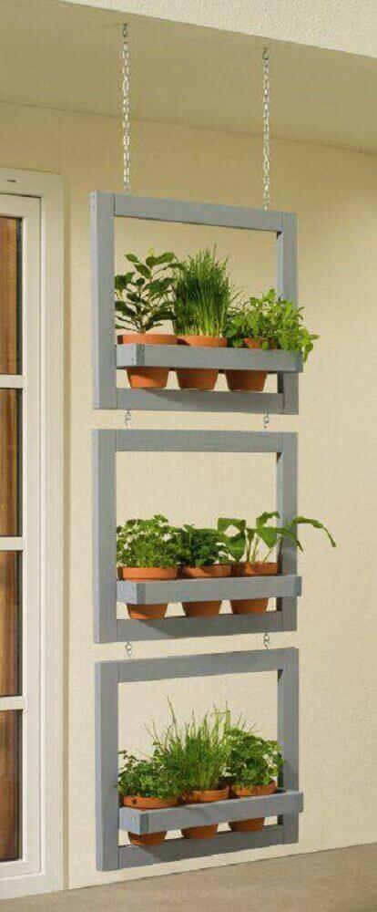 Modelo de jardim suspenso pequeno para varanda