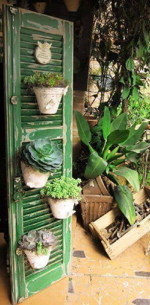 Modelo jardim vertical rústico