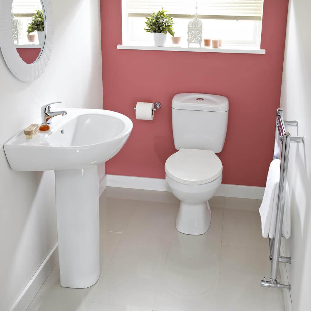 Lavabo pequeno simples com parede cor de rosa