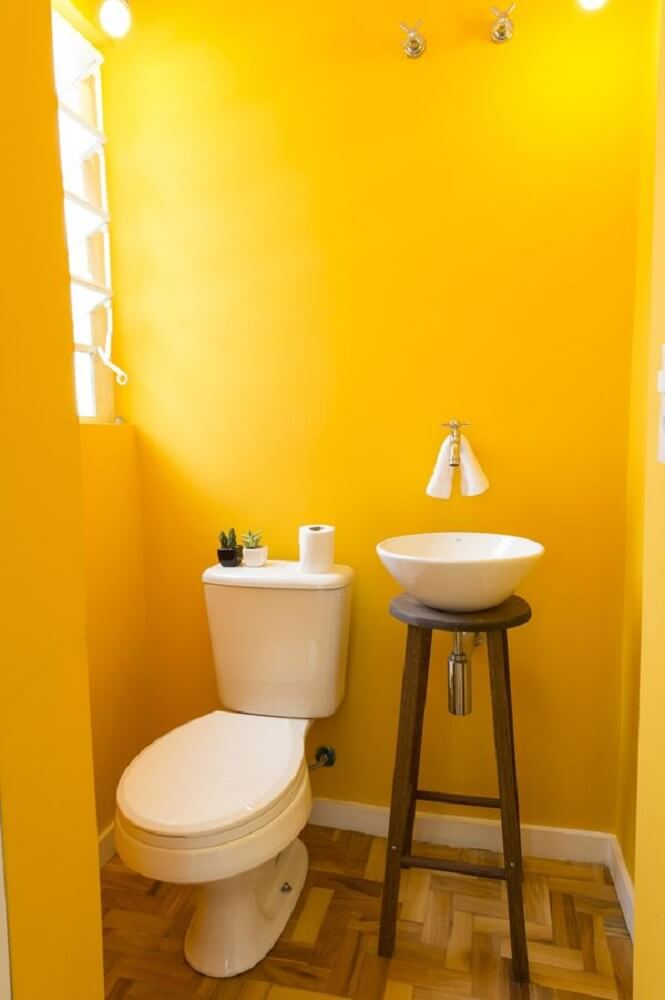 lavabos pequenos e baratos com cores fortes.