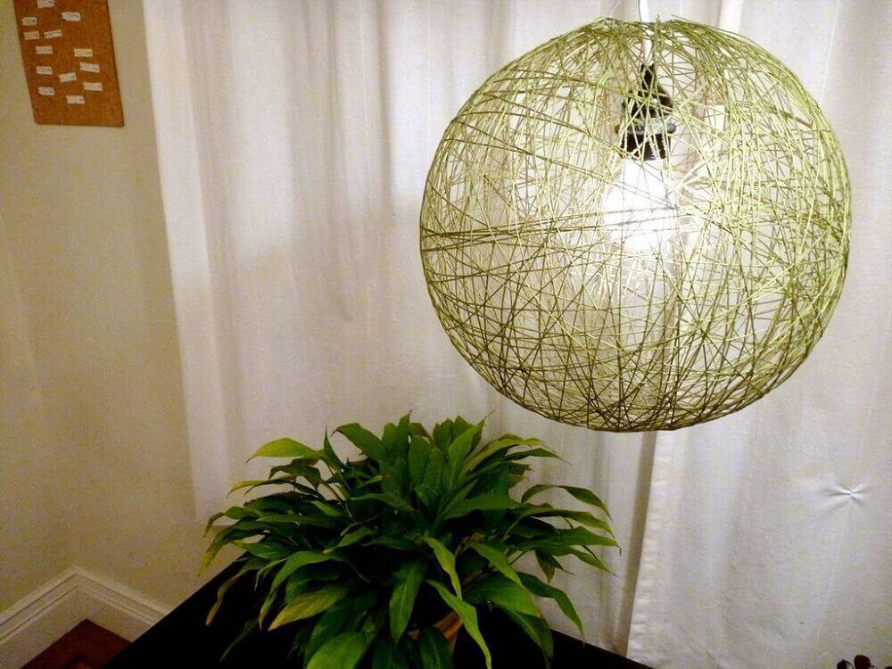 luminária artesanal de barbante para sala
